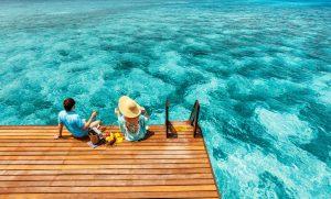 People enjoying bahía de las águilas reefjet